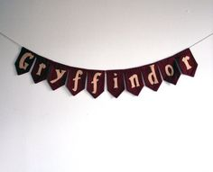 Gryffindor Hogwarts pennant banner by jordandene on Etsy Hermione Granger, Ginny Weasley, Theme Harry Potter, Harry Potter Aesthetic, Harry James Potter, Cho Chang, Luna Lovegood, J'ai Dit Oui, Neville Longbottom