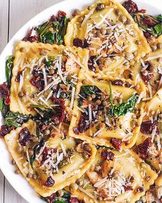 Italian Ravioli with Spinach, Artichokes, Capers, Sun-Dried Tomatoes . INGREDIENTS 8 oz ravioli (cheese ravioli, or pesto ravioli) Easy Soup Recipes, Pasta Recipes, Vegetarian Recipes, Dinner Recipes, Cooking Recipes, Healthy Recipes, Cooking Games, Simple Recipes, Dinner Ideas