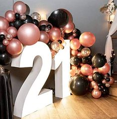 18 Birthday Party Decorations, Black Party Decorations, Gold Birthday Party, Backdrop Decorations, 30th Birthday, Black And Gold Balloons, Rose Gold Balloons, Rose Gold Theme, Balloon Garland