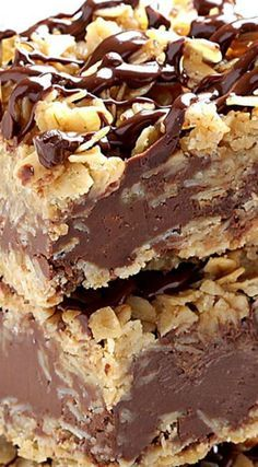 No Bake Chocolate Oatmeal Bars ~ They are amazing! The only thing easier than making these no-bake chocolate oatmeal bars is eating them. Desserts Keto, Cookie Desserts, No Bake Desserts, Easy Desserts, Cookie Recipes, Delicious Desserts, Baking Recipes, Dessert Recipes, Yummy Food