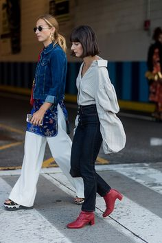 New York Fashion Week Street Style Spring 2018 StyleCaster New York Fashion Week 2017, New York Fashion Week Street Style, Spring Fashion Trends, Cool Street Fashion, Casual Street Style, Latest Fashion Trends, Trendy Fashion, Womens Fashion, Fashion Clothes