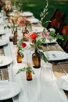 Simple Wedding Table Decorations, Flower Table Decorations, Wedding Table Settings, Wedding Table Centerpieces, Simple Table Setting, Rustic Wedding Tables, Wedding Picnic, July Wedding, Wedding Dinner