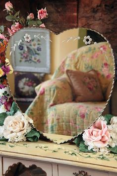 Vintage Home: New Arrivals in The Shop! love the mirror shabby chic Old Mirrors, Vintage Mirrors, Vintage Vanity, Venetian Mirrors, Shabby Vintage, Vintage Heart, Cozy Cottage, Cottage Style, Heart Mirror
