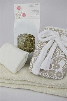 Lotus Birth Kit - Cotton Lined  Your choice of cotton lined placenta bag  Your choice of 3 pack of absorbent wrapping cloths  Your choice of cheesecloth wrapping cloth  112g Lotus Born Drying Herb Mix  Instructions for Lotus Birth.  This kit contains everything you will need for you baby's Lotus Birth.  Sacred Pregnancy Shop