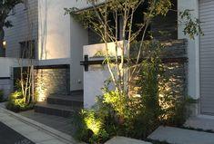 「私の庭・私の暮らし」楽しさいっぱい! DIYで魅せる庭 新潟・高張邸 〈healing garden TAKAHARI〉 – GardenStory (ガーデンストーリー) Plant Design, Garden Design, House Design, Porches, Living Room Goals, Unique Doors, House Landscape, House Wall, House Entrance