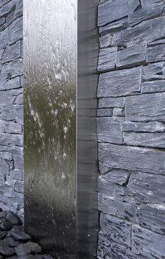 Vous avez envie d'une ambiance exceptionnelle dans votre jardin : pensez aux murs d'eau ! (source photo : http://www.pinterest.com/pin/340373684309038346/)