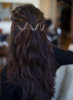 Don't have enough time to invest in styling your hair? Don't worry, we have some easy and elegant Bobby Pin Hairstyles that can be done in 3 Minutes. Bobby Pin Hairstyles, Box Braids Hairstyles, Pretty Hairstyles, Straight Hairstyles, Black Hairstyles, Elegant Hairstyles, Wavy Haircuts, Hairstyles 2016, Latest Hairstyles