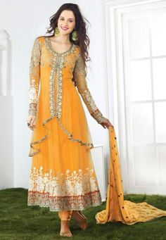 India Emporium provides you with a beautiful collection of casual and party wear salwar Kameez. We also offer designer salwar kameez that you can sport on special occasions. Pakistani Mehndi Dress, Bridal Mehndi Dresses, Pakistani Dresses, Indian Dresses, Indian Outfits, Indian Saris, Indian Anarkali, Anarkali Dress, Anarkali Suits