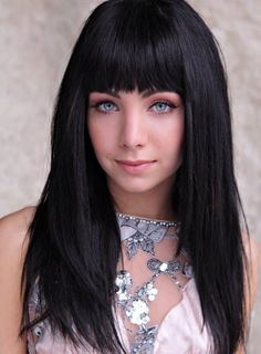 Plays Kenzie from Lost girl, absolute beauty :)