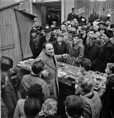 Vendeur de pierres a briquet 1956 (Photo Robert Doisneau)