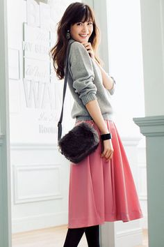 Dear Frock Box Stylist: I like combination like this. A sweater and skirt, but I'm not sure about pink. Modest Outfits, Casual Dresses, Casual Outfits, Japanese Fashion, Asian Fashion, Skirt Fashion, Fashion Outfits, Womens Fashion, Office Outfits Women