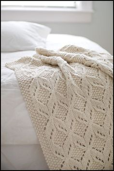 Cozy throw. I wonder if I can make this??