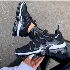 Nike Air Max 270 für NUR 84 € 😱 Link in Bio - alle Größen von 37 - 40 . - shoes - For Womens Adidas Shoes Outfit, Sneakers Fashion Outfits, Nike Air Shoes, Fashion Shoes, Ootd Fashion, Fashion Beauty, Nike Heels, Shoes Jordans, Nike Air Vapormax