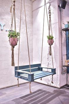 Duck & Dry Blow dry bar launches in Oxford Circus Diy Garden Furniture, Diy Outdoor Furniture, Diy Garden Projects, Diy Pallet Furniture, Outdoor Decor, Small Balcony Decor, Backyard Hammock, Diy Casa, Home Room Design