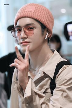 Taeyong looking amazing in pink Bernie and glasses 👓 💕