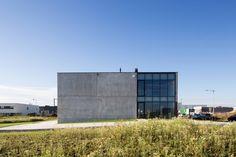 Bâtiment industriel béton et bois par RG architectes | Provera | www.rgarchitectes.com