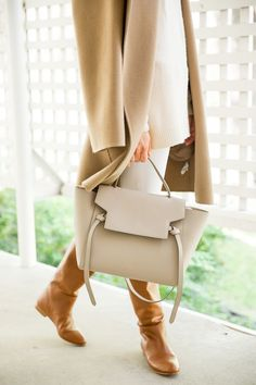 Cream and camel tonal dressing for fall 2020 Perfect Wardrobe, New Wardrobe, Classic Chic, Fashion Over 50, Autumn Winter Fashion, Fall Winter, Frame Denim, Winter White, Casual Chic