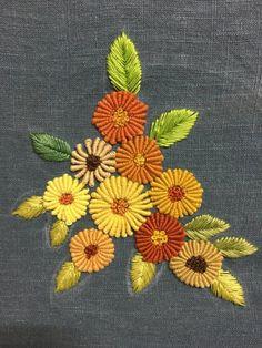 #프랑스자수#린넨#십자수실블리온 스티치로꽃송이를 만들어 봤네요!약수터 갈 때 매고 다닐간단한 백팩을 만들고 싶어서^^. . . . . . 옛날 엄마들 관광가시면 하나씩 얻어 오시던...