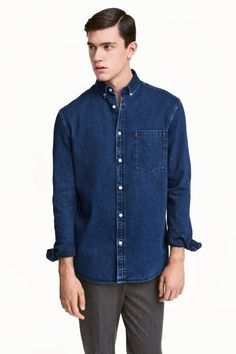 Denim shirt: Shirt in soft, washed denim with a button-down collar, chest pocket and yoke at the back. Regular fit.
