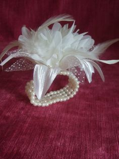 Cream feather and flower corsage on 4 row cream faux pearl bead wrist Bracelet. Wedding Corsage, Wrist Corsage, Flower Corsage, Prom Corsage