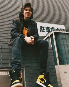 "el rubius WTF on Instagram: ""東京"" R Words, Love Of My Life, My Love, Youtube I, Urban Street Style, Electronic Music, Cristiano Ronaldo, Little Sisters, Pretty Boys"