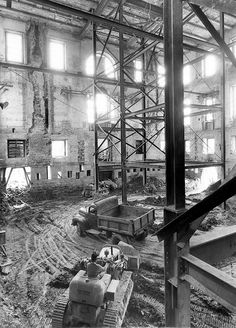 Gutting of the White house during Truman administration. The exterior walls rest on new concrete underpinnings which allow earth-moving equipment to dig a new basement.