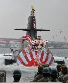川崎重工神戸工場第1船台から進水する潜水艦「せきりゅう」=2日午前、神戸市中央区(沢野貴信撮影)