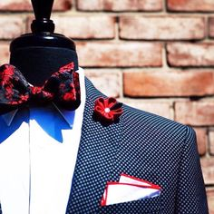 We love red accents. Can you tell... Order now WWW.RESSOROTH.COM info@ressoroth.com  #bowtie #instafashion #menslook #menswear #lookbook  #mens #menstyle #tomford #pocketsquare #pocketsquares #skinnytie #skinnyties #tailored  #tailoredsuit #groom #tomfordbowtie #lapelpins #velvetbowtie #velvetloafers #bachelorshoes #ressoroth #wedding #groomswear #weddingtuxedo #weddingsuit #weddingbowtie #bowties #bowtieswag