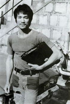 Bruce Lee working on Fist Of Fury. Brandon Lee, Bruce Lee Photos, Rock Lee, Bruce Lee Family, Bruce Lee Martial Arts, Ip Man, I Love Cinema, Enter The Dragon, Chuck Norris