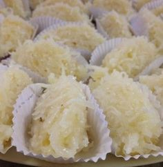 cocada cremosa Luzinete Veiga                                                                                                                                                      Mais No Salt Recipes, Coconut Recipes, Sweet Recipes, Great Desserts, Delicious Desserts, Good Food, Yummy Food, Peanut Brittle, Poke Cakes