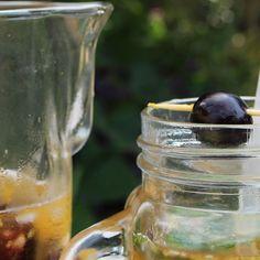 🍹Bem vintage, este ponche é daqueles que dá vontade de tomar muitas jarras. É uma bebida para ser compartilhada com os amigos em um dia quente! Receita completa no link!