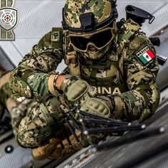 Special Forces Gear, Military Special Forces, Military Guns, Military History, Hot Army Men, Navy Air Force, Owl Logo, Future Soldier, Special Ops