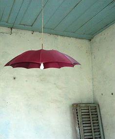 Lámpara reciclada hecha con un paragüas 1 Cinco maneras de convertir un paraguas en una lámpara