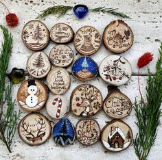 Nicole Tolk's media statistics and analytics Christmas Pallet Signs, Christmas Advent Wreath, Wooden Christmas Decorations, Christmas Wood Crafts, Christmas Rock, Woodland Christmas, Natural Christmas, Wood Ornaments, Christmas Projects