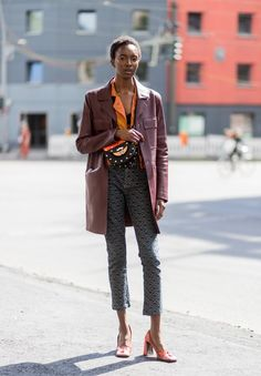 """Pull Off the """"Bat-Shaped"""" Top With Flared Sleeves 