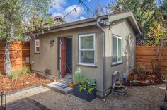 How this couple had New Avenue Homes design and build a 250 sq. tiny guest house in their Oakland, California backyard. Tiny Guest House, Guest House Plans, Backyard Guest Houses, Backyard Office, Tiny House Swoon, Backyard Studio, Tiny House Living, Living At Home, Tiny House On Wheels