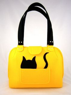 FELT BAG/ in hand / Yellow & cat by Torebeczkowo