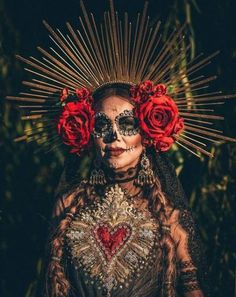 day of the dead sugar skull skeleton skull red flowers artistry halloween makeup ideas look inspo inspiration Looks Halloween, Halloween 2018, Fall Halloween, Halloween Party, Halloween Costumes, Halloween Candles, Los Muertos Tattoo, Looks Adidas, Day Of The Dead Party