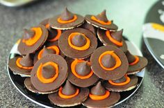 Love these easy to make Halloween cookies:)