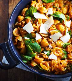 When it comes to speedy dinner recipes, it doesn't get much easier than a trusty bowl of pasta. Lasagna, spaghetti, linguine, farfalle—we love the Italian classicin all shapes and sizes. Why? Well, you see, even the most novice chefcan cook this carbto perfection. All you need is a pot of well-salted water, a little patience, …