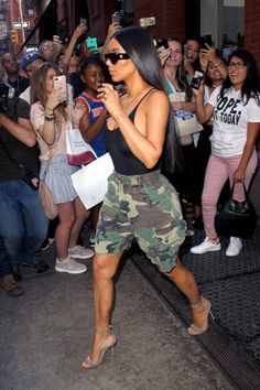 Kim Kardashian goes bra-less in a sheer bodysuit and camo shorts on day out in New York with sister Kendall - Moda Femminile Kim Kardashian Blazer, Looks Kim Kardashian, Estilo Kardashian, Kardashian Style, Kim Kardashian Yeezy, Kardashian Workout, Kardashian Jenner, Short Outfits, Casual Outfits