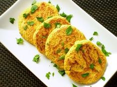 Chickpea and carrot burger with curry Lemon and Vanilla Raw Food Recipes, Veggie Recipes, Cooking Recipes, Healthy Recipes, Vegetarian Cooking, Healthy Cooking, Vegetarian Recipes, Vegan Burger Recipe Easy, I Love Food
