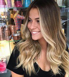 Pin by Jeannie on Hair color & or style in 2019 Light Hair, Dark Hair, Beliage Hair, Hair Dye, Hair Contouring, Cabello Hair, Pinterest Hair, Love Hair, Ombre Hair