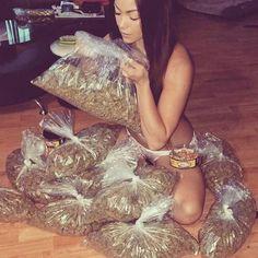 Buy Weed Online l Buy Marijuana Online Buy Cannabis Online, Buy Weed Online, Cbd Oil For Sale, Stoner Girl, Girl Smoking, Instagram, Weed, Herbs, Smoke