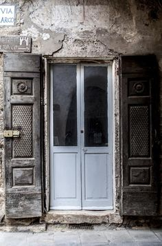 Old door in #Sorano #InvadiamoSorano #InvasioniDigitali