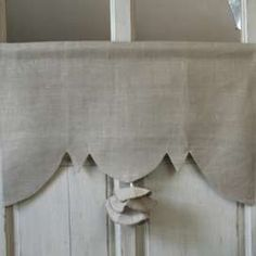 Cantonniere Lin et Pompon Rideaux Shabby Chic, Decoration, Window Treatments, Valance Curtains, Blinds, Bed Pillows, Pillow Cases, Sweet Home, Windows