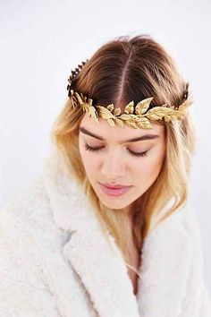 fun + gorgeous Golden Autumn Crown to wear for the holidays!