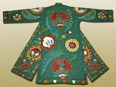 Uzekistan modern reproduction of an Ottoman-style chapan (robe), with silk embroidery on wool (banot) fabric.