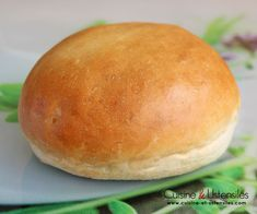 Recette : Pains burgers rapides in 2020 Naan, Burger Buns, Low Carb Bread, Artisan Bread, Dinner Rolls, Learn To Cook, Relleno, Cooking Time, Food Inspiration