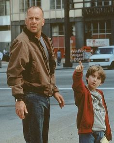 Bruce Willis and Miko Hughes in Mercury Rising Iconic Movie Characters, Iconic Movies, Jennifer Ehle, Max Payne, Artist Film, The Lucky One, Military Figures, Bruce Willis, Family Movies
